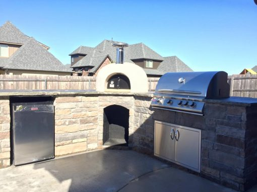 Outdoor Kitchen & Oven